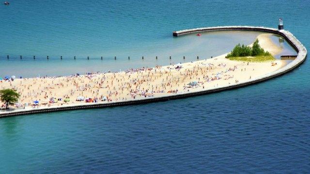 north-avenue-beach-lake-michigan-chicago